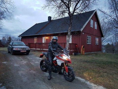 Å kjøre motorsykkel 21. desember i Narvik er ikke hverdagskost. Da graderstokken viste 10 plussgrader og veiene var tørre, tok Gaute Eidissen på Vidrek frem motorsykkelen og kjørte en tur. Det ga mersmak og var en unik opplevelse, forteller han.