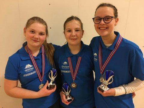 Bueskyttertrio med norsk rekord. Amalie Storelv, Hennie Lien og Julie Svendgård.