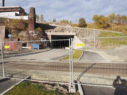 Fortsatt stengt: Tunnelen under LKABs anlegg er i dag stengt. Planen er at denne skal åpnes for gående og syklende om en drøy uke.