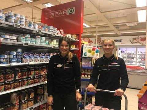 JOBBET PÅ SPAR:Vilde Helen Øverås Kramer til høyre og Ragna Fjellheim til venstre er motivert til å hjelpe fattige i Nigeria.