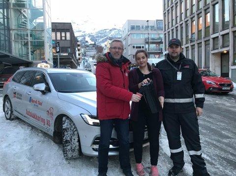 Jørn Indresand i Narvik Taxi, Ayla Charlotte Bogstrand fra Astrupgården Cafe og Landhandel, samt Robin Knutsen skal sørge for at det blir trivelig på natta på Kikindas Plass i julebordsesongen.