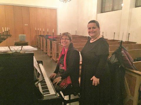DIRIGENTENE: Julia Hartbrecht (Narvik Jernbanekor) og Helga Bye (Ankenes Blandakor). Foto: Tone Merete Reppe/leder Ankenes Blandakor.