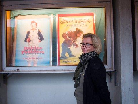 SPENT: Kinosjef Renèe Katrin Bjørstad er veldig spent på hva regjeringen sier om arrangement med færre enn 500 personer lørdag. Hun håper de kan åpne dørene igjen i juni.. Arkivfoto: Jan Erik Teigen.