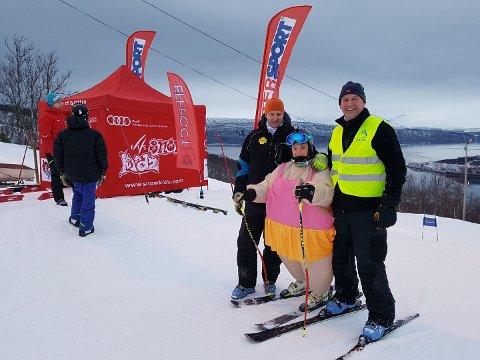 Jo inge Øverland, til høyre, og Ankenes Alpinklubb mottok frivillighetspris.