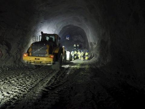 Gjennomslag: I januar var det gjennomslag i tunnelen som utgjør det nye kryssingssporet på Ofotbanen på Djupvik. Under Rallardagene i Vinterfestuka, er det satt av en hel dag til temaet samferdsel. Hva som skal skje videre på Ofotbanen blir blant det som kommer til å bli diskutert.Foto: Terje Næsje