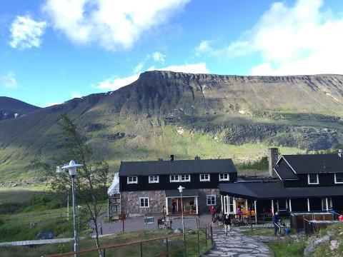 FULLT: I sommermånedene er det folksomt på Kebnekaise fjellstasjon.