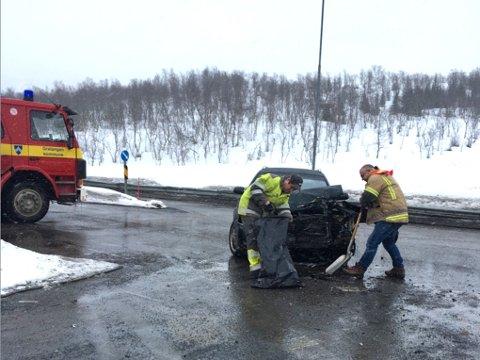 Arkivfoto fra en trafikkulykke i krysset E6 ned mot Gratangen i vinter. De involverte kunne selv oppsøke lege etter ulykken.