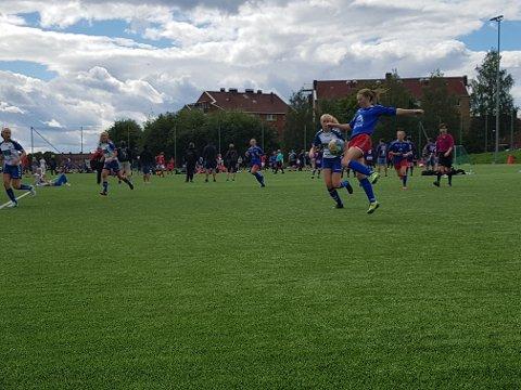 Kaja Rasmussen scoret tre ganger da Bjerkvik feide Nordstrand av banen i Norway Cup mandag middag.