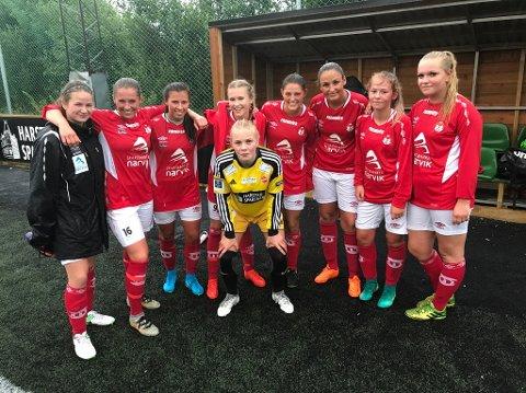 SPESIELT: Hanne Larsen (midten) valgte å markere begivenheten med sine gamle lagkamerater.