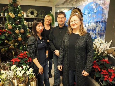 Sonja blomster. Med på bildet: Beate Simonsen, Unalin Mikalsen, Johannes Pouw og  Berit Nystad Pouw. Arkivfoto