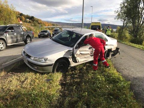 UHELLET: En person ble lettere skadet i et trafikkuhell i Bogen mandag ettermiddag.