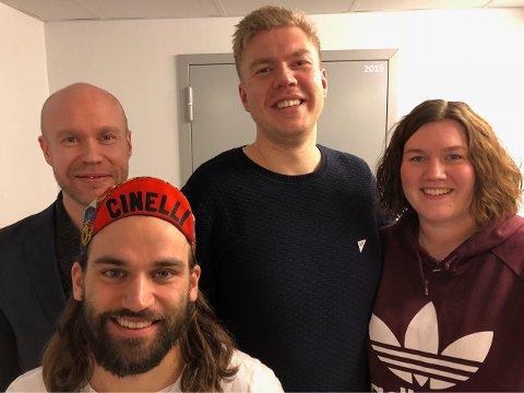Bak fra venstre: Håvard Stubø, Vegard Johan Lind-Jæger og Ragne Johnsen Megård. Timme Ellingjord foran. De er listetoppene ved kommunevalget til høsten.