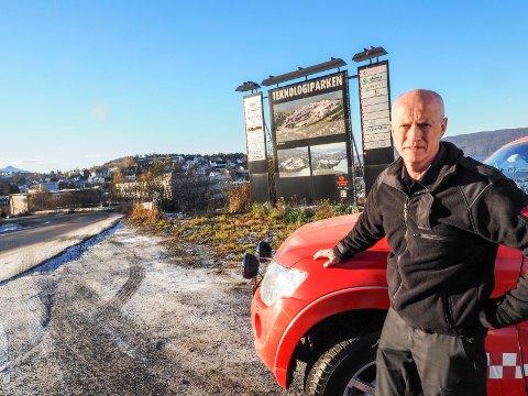 Brannsjef Edvar Dahl frykter brannstasjonen i Narvik skal bli nektet brukt om det ikke kommer en avgjørelse raskt om hvor en ny skal bygges. Nå står valget mellom Teknologiparken og Furumoen. Og priser som spriker voldsomt.