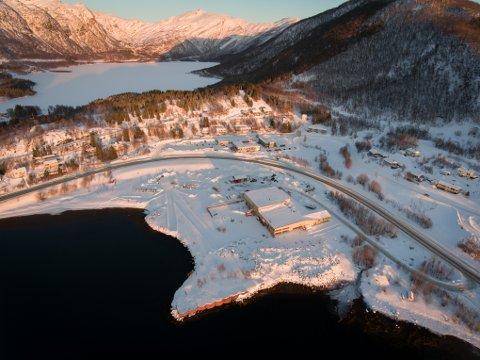 Her, hvor det gamle støperiet i Bogen ligger, skal Morten Berg og Bogen Aqua AS å etablere et landbasert anlegg for matfisk. Anlegget vil gi minimum 12 nye arbeidsplasser til Evenes.