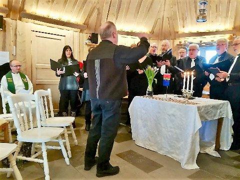SAMISK SANG: Balklang deltok under gudstjenesten med to sanger fremført på lulesamisk.