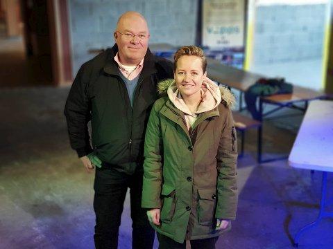 Rekordhelg: Nils Ragnar Jensen og Linda Lockert Dybwad forteller om en rekordhelg for utelivsbransjen. Trolig var rundt 2.000 på byen lørdag.  Foto: Christian Senning Andersen