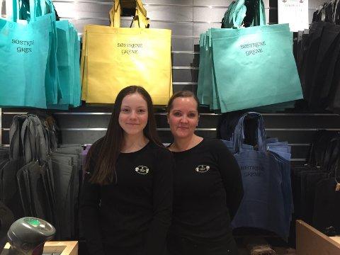 FORNØYD MED PRYO: Nora Elida Hauge Livelten og Kjersti Stokvold som er daglig leder på Søstrene Grene i Narvik.