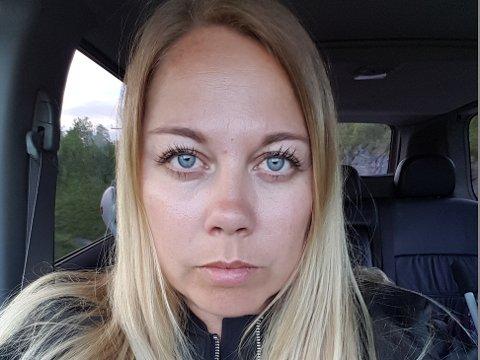 SLITEN OG LEI: Tone Steinsund er en av flere som ble oppgitt og forbannet da det var utvidet passkontroll på Evenes, men ikke nok folk på jobb til å ta unna kontrollen.