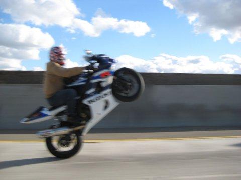 ULOVLIG: For de som ikke har fått det med seg, slik kjøring på motorsykkel er altså ulovlig. Illustrasjonsfoto