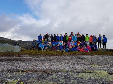 Overnattingsturen er et samarbeid mellom Narvik og omegn Jeger og fiskeforening (NOJFF), Skistua skole og foreldre.