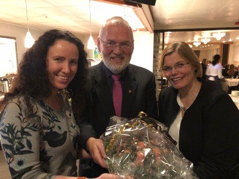 Varaordfører Geir-Ketil Hansen overrakte blomster til Renate Remlo og Anneline Vassbakk Løyning i Bjerkvik svømmeklubb, og takket for stor innsats gjennom 40 år. Han ønsket klubben lykke til med de neste 40 årene.
