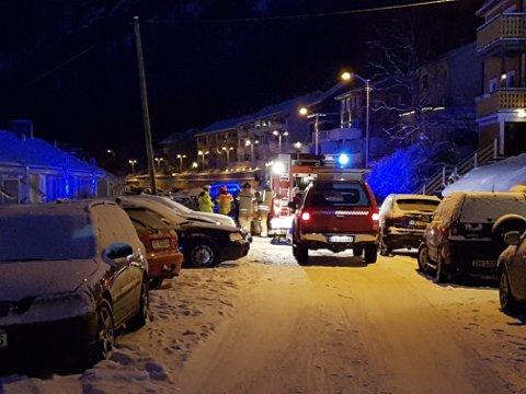 En person er sendt til sykehus etter brann i et rekkehus på Fagernes i Narvik. Fem naboer ble evakuert, men kunne etter en halv time vende tilbake til sine boliger.