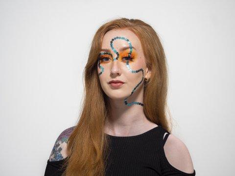 TV-KONKURRANSE: Narvikjenta Malin Lossius Sørensen (23) er en av åtte som kjemper om å bli Norges nye makeup-stjerne. I ungdomsårene hvor hun ble mobbet, ble sminke en måte å uttrykke seg på.