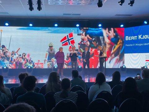 Statsminister Erna Solberg, idrettspresident Berit Kjøll og fylkesordfører for det nye fylket Troms og Finnmark presenterte etappene sammen med Arctic Race-sjef Knut-Eirik Dybdal under Agenda Nord-Norge tirsdag.