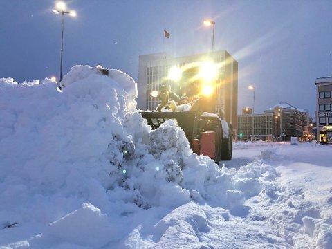 SNØKAOS: For ett år siden så det slik ut på Torget i Narvik.
