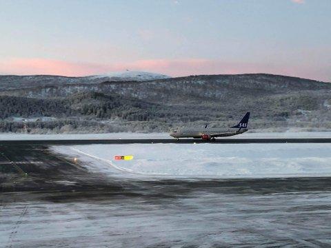 Harstad/Narvik lufthavn: Flyplassen på Evenes holdes åpen, men det innføres strenge kontroller på reisende. Arkivfoto