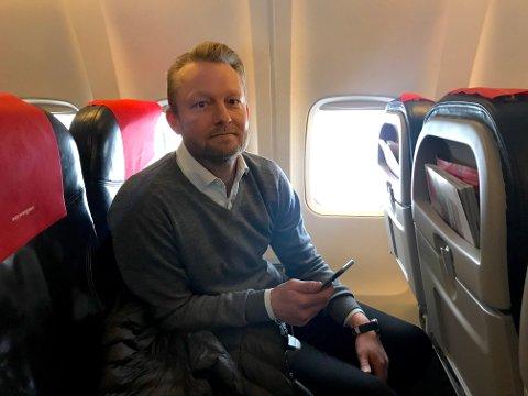 Endte opp på Bardufoss: Marius Rasten (42) er ved godt mot, selv om flyet ikke landet på Evenes. Tidlig ettermiddag gjør piloten et nytt forsøk på å lande på Evenes.