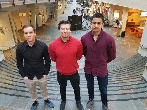 Halldor Arnarson (til venstre) sammen med Mathias Sæterbø og Hans Ivar Arumairasa reiste onsdag for et tre måneders opphold ved det prestisjetunge Beijing Institute of Technology.