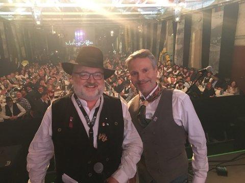 VINNER: Bjørn Harald Larsen (t.v.) kunne stolt dele ut prisen «Årets Æresrallar» til Eirik Frantzen.
