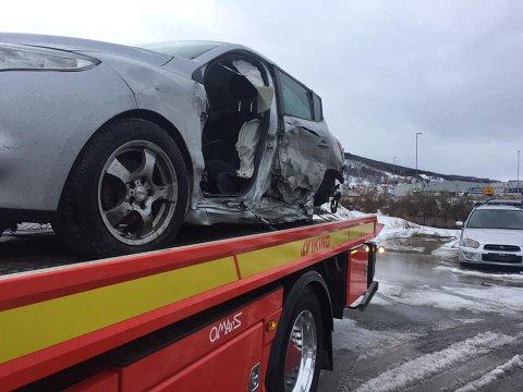 Etter kollisjonen: Slik så bilen ut etter kollisjonen i Efjorden. Sjåføren skal ha kommet fra det uten store skader, og bilberger Trond Olsen tillegger sideairbags skylden for at det gikk såpass bra.