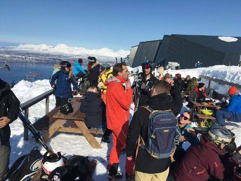 I PÅSKESOL: Narvikfjellet gir tilbud til oss som bor her, bolyst, og, bidrar til nye arbeidsplasser.