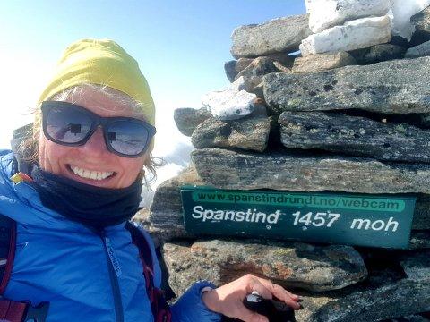 Topptur: May-Elin Ivarjord (57) på toppen av Spanstind.