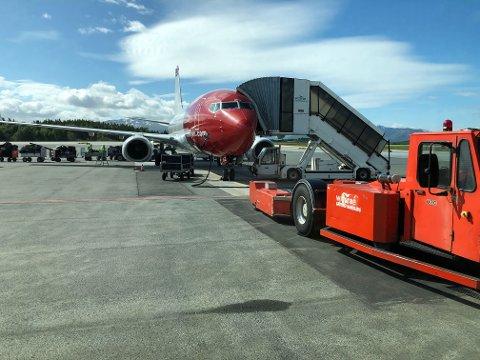 PÅ BAKKEN: I det flyet landet på Harstad/Narvik lufthavn Evenes fikk politiet kontroll på mannen.