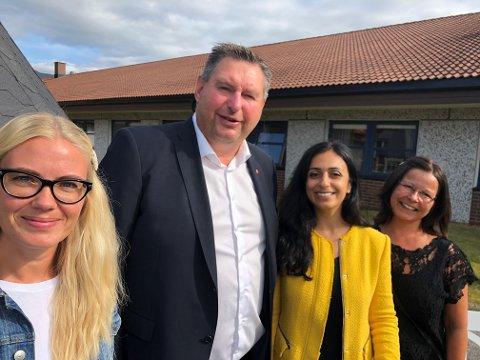 AP-BESØK: Varaordfører-kandidat Tina Denstad, ordfører Rune Edvardsen, nestleder Hadia Tajik og tillitsvalgt Bente Martinsen.