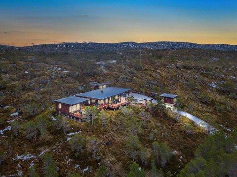 Selger hytta: Trond Millerjord har bestemt seg for å selge denne hytta i Efjorden. Prisantydningen er på 5,6 millioner kroner.