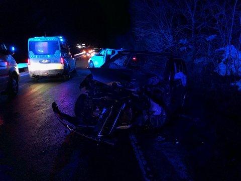 Dødsulykke: En person omkom etter at to personbilder kolliderte på E10 i desember.