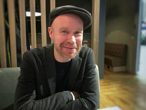 Helt der oppe: I Håvard Stubø har musikkscenen i Narvik en virkelig profil. I norsk jazz i dette millenniet er han en av de store. I disse dager gir han ut ny musikk med noen av Skandinavias fremste jazzmusikere – musikk som har et særegent, hardtsvingende, men også lyrisk uttrykk.