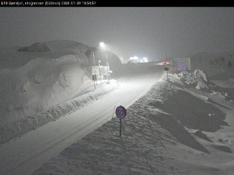 E10 Bjørnfjell er en av mange fjelloverganger som må stenges om vinteren på grunn av uvær. I fjor skjedde det rekordmange ganger – i til sammen 480 timer var fjellovergangen stengt.