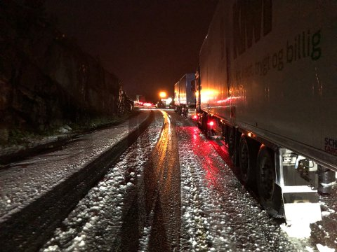 ULYKKE: Ifølge politiet er det fire vogntog involvert i ei ulykke ved Tømmerneset i Nordland.