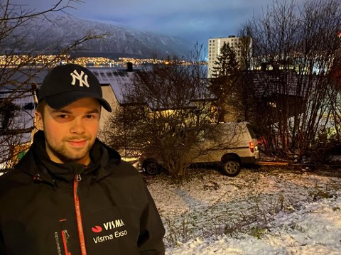BIL: Mye som skjedde på en dag for Isak Sæther (19). Her har  han akkurat kommet hjem.
