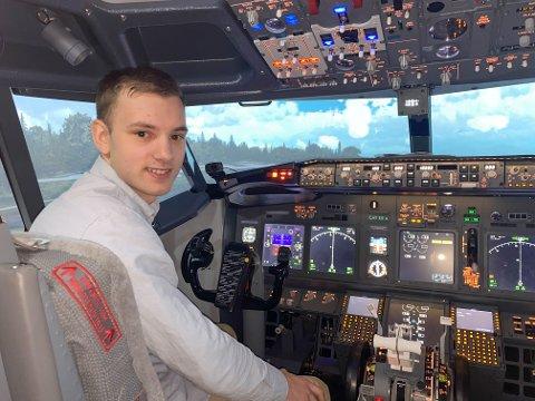 Peter Andreas Punsvik(23) er en av de dyktige studentene som kom gjennom nåløyet til pilotutdanningen på UiT i Tromsø. Nå sliter han og de andre studentene i skikkelig motvind.