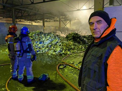 SIKKER PÅ ÅRSAKEN: Administrerende direktør Eirik Johansen i HRS sier han er hundre posent sikker på hva som fikk det til å begynne å brenne på avfallsanlegget.