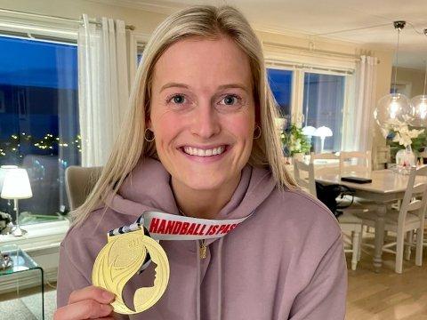 MED MEDALJEN: Marit Røsberg Jacobsen viser frem sin EM-gull-medalje.