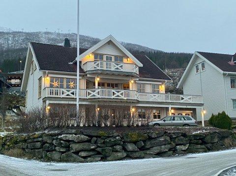 Reinroseveien 1 (Gnr 40, bnr 1140) er solgt for kr 6.070.000 fra Hans Evald Remlo og Ingunn Beate Remlo til Margrethe Grundstad Olsen og Pål Asbjørn Olsen