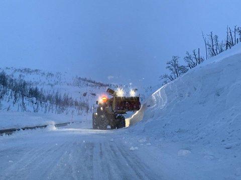 EKSTREM: Forrige vinter har vært omtalt som ekstrem. E10 Bjørnfjell satte stengerekord med til sammen 481 timer stengt, og 420 timer kolonnekjøring.