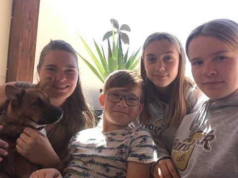 BLIR PÅ GRAN CANARIA: Silje Haugen (41) og barna Max (11), Mina (14) og Maya (15) bor på Gran Canaria, og har valgt å ikke reise hjem til Norge. Dette er hjemmet deres, og det er der barna går på skole. Silje er også ME-syk, og anså det som mer risikabelt for henne å reise enn å bli værende.